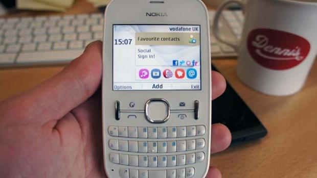 We review the Nokia Asha 201, an S40 handset with a Qwerty