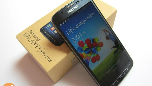 You can pick up the Samsung Galaxy S4 for less than £200 on