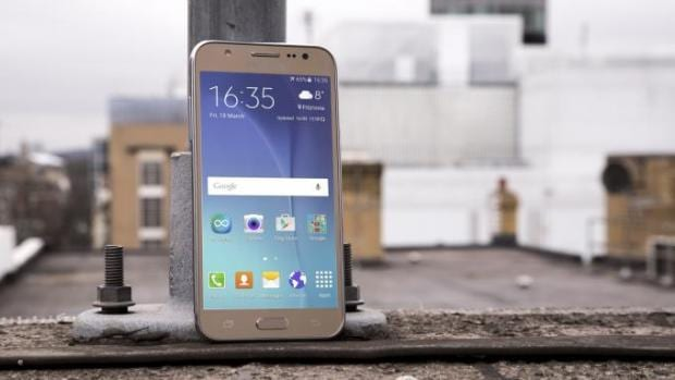 How do two of Samsung's budget Galaxy J series handsets