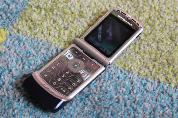 Motorola RAZR V3 Review - 2004's Best Phone In 2019 | Know