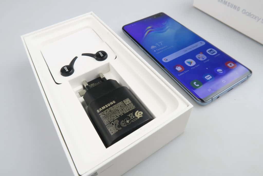 Galaxy S10 box